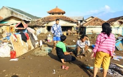 Korban Bencana Banjir Garut, Telefoto