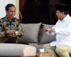 Diundang Makan di Istana, Prabowo Berbincang Santai Dengan Jokowi di Veranda