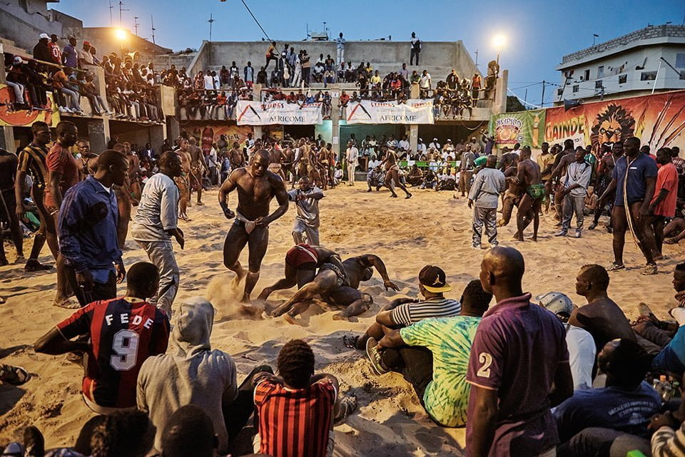 http://telegraf.co.id/wp-content/uploads/2016/12/Christian-Bobst-The-Gris-gris-Wrestlers-of-Senegal-02.jpg