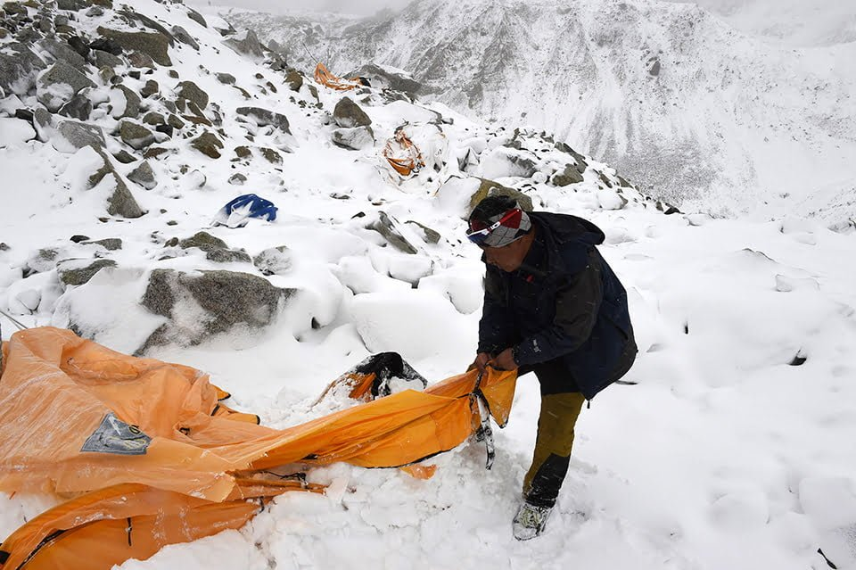 http://telegraf.co.id/wp-content/uploads/2016/12/Roberto-Schmidt-Avalanche-25-27-April-Everest-Base-Camp-Nepal-02.jpg