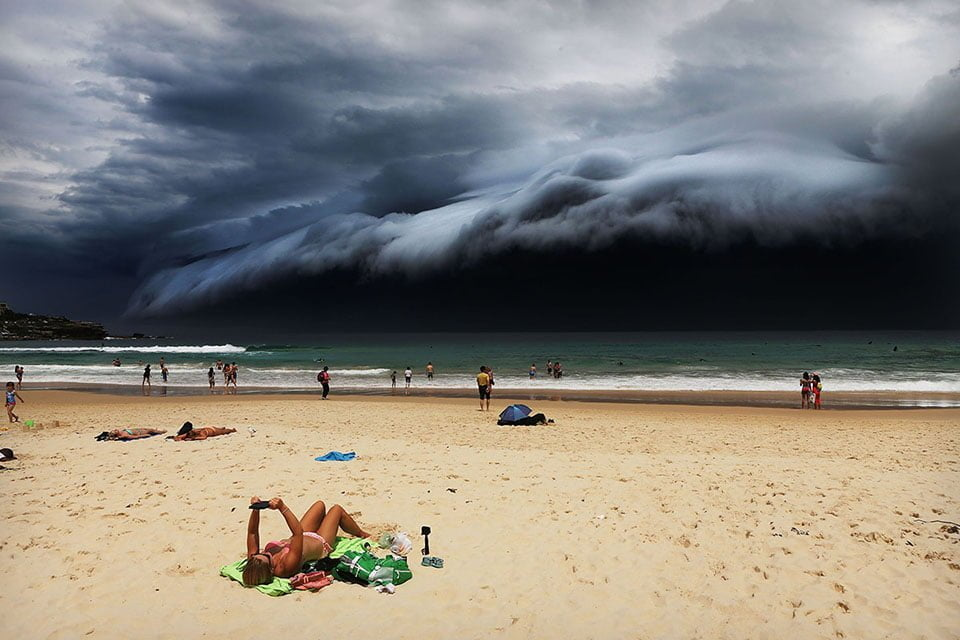 http://telegraf.co.id/wp-content/uploads/2016/12/Rohan-Kelly-Storm-Front-on-Bondi-Beach-FB-Insta.jpg