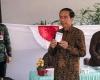Jokowi Didampingi Istri Nyoblos di TPS 4 Gambir