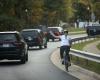 Wanita Ini Berani Acungkan Jari Tengahnya ke Mobil Trump
