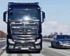 Daimler Demonstrasikan Komitmennya Dalam Keselamatan Berkendara