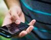Menkominfo Kembali Tegaskan Tak Perpanjang Registrasi SIM Card Prabayar