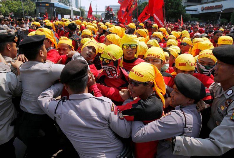 Buruh Minta Jokowi Mengkaji Sistem Perindustrian