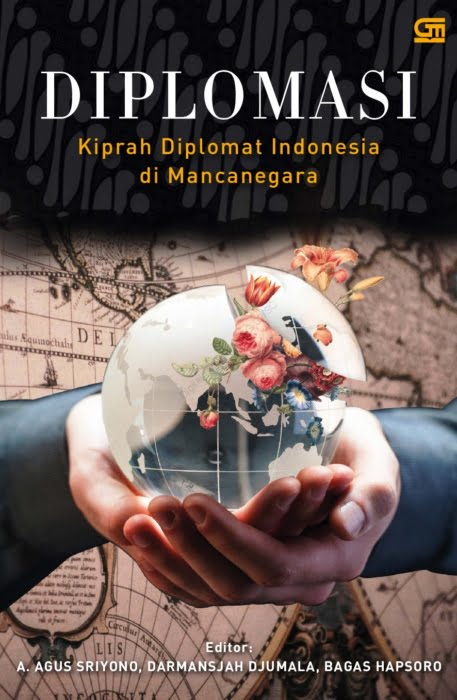Photo Credit: Image Cover Both Sampul buku Diolomasi (Kiprah Diplomat Indonesia di Mancanegara). Kompas Gramedia