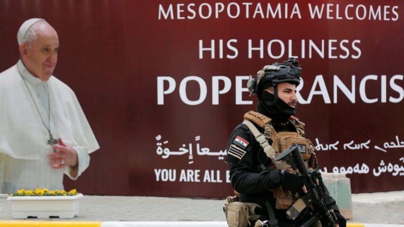Sekitar 10.000 aparat keamanan Irak dikerahkan dan disiagakan selama kunjungan Paus. REUTERS
