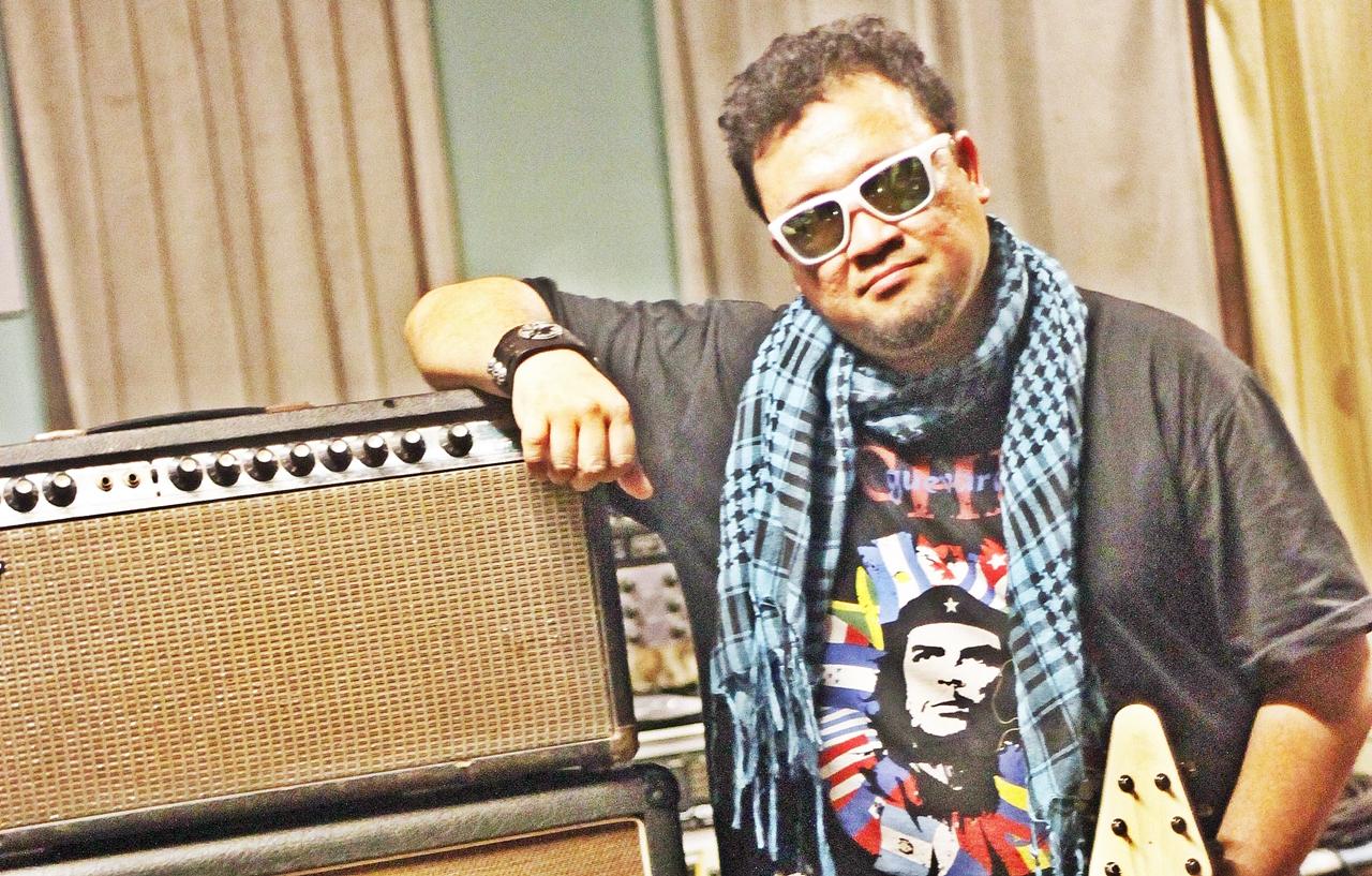 Mantan Gitaris Gigi, Aria Baron Meninggal Dunia